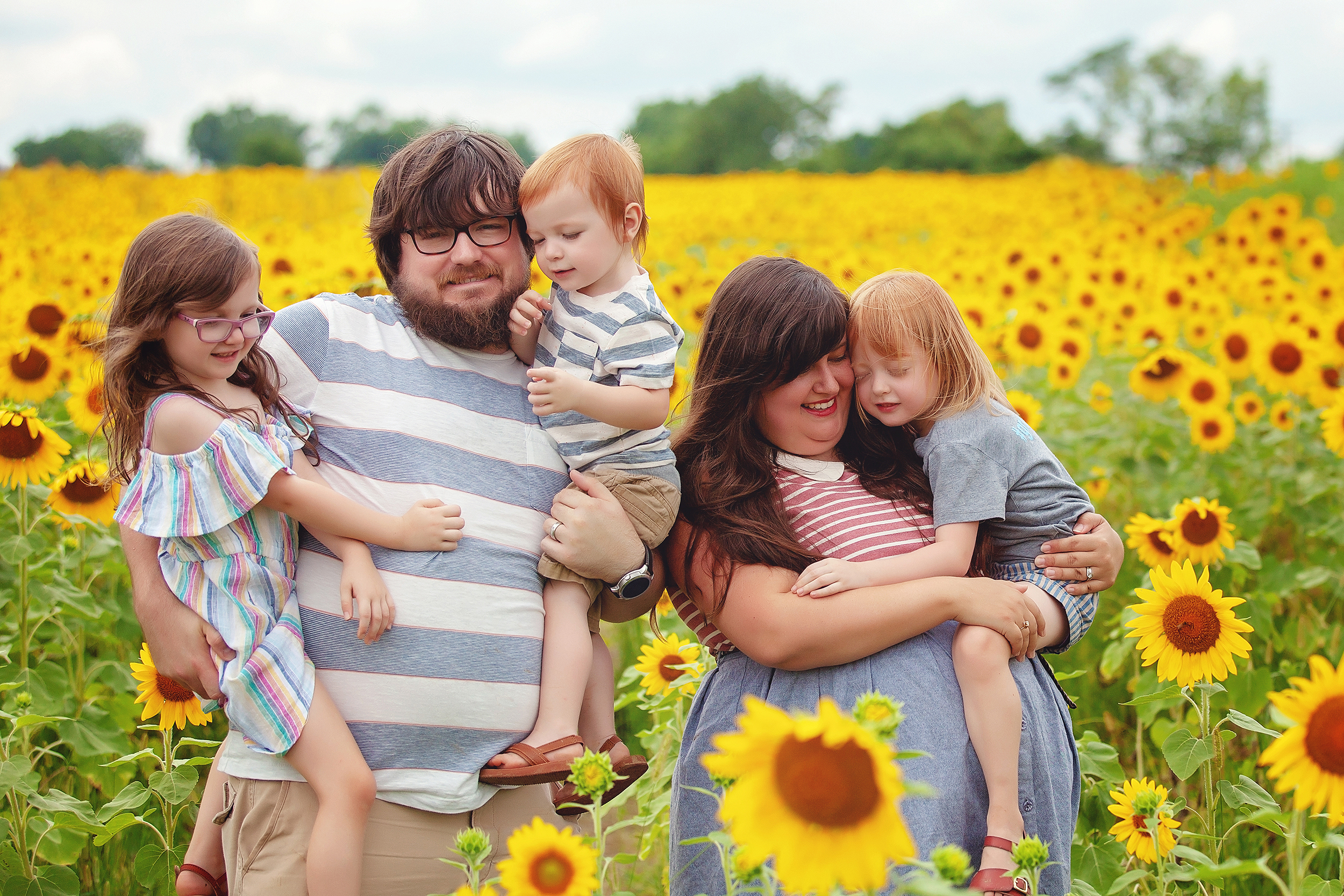 sunflower-field-familiy-photography-portrait-cleveland-akron-ohio.jpg
