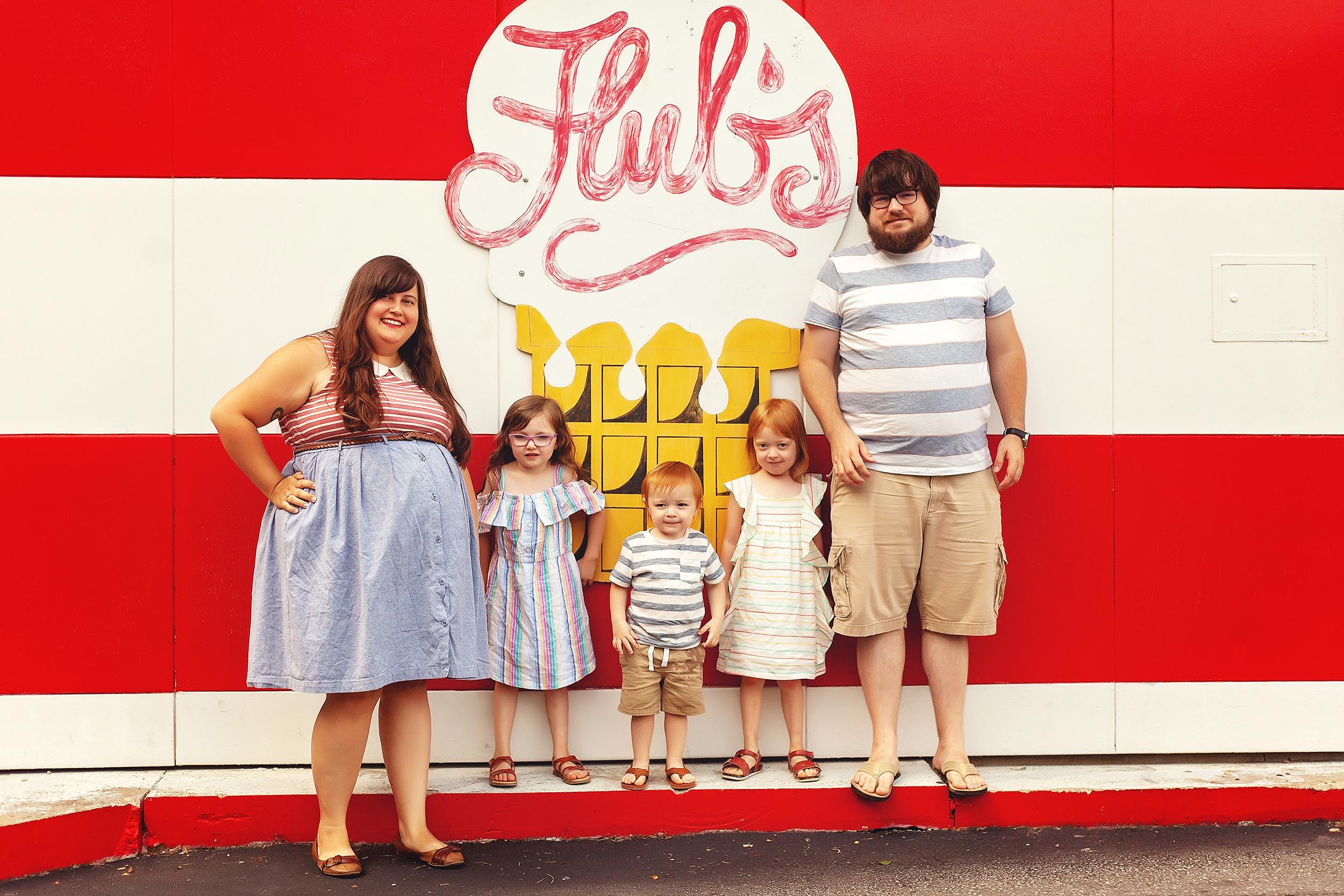 ice-cream-shop-kids-portrait-session-ohio.jpg