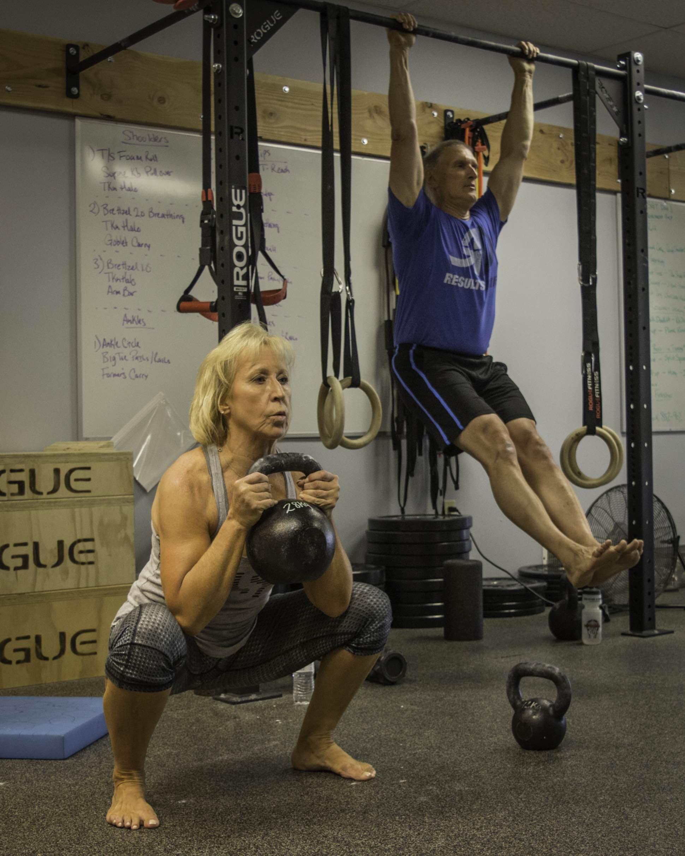 results-driven-squat-hang
