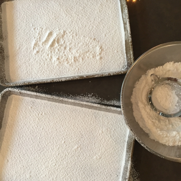It is important to completely cover your pan with coating mix before spreading out your marshmallows.