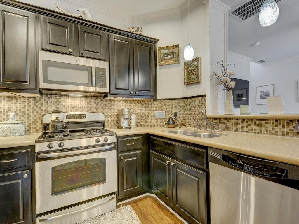 008-239887-Kitchen and Breakfast 024_5316819.jpg