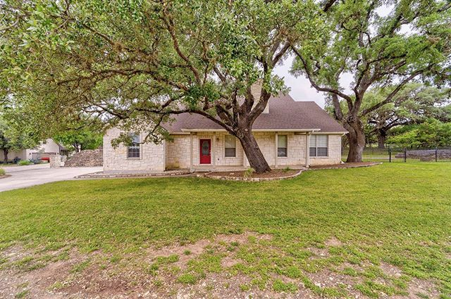 Interested in learning more about this gorgeous Wimberly property? Check out our website for more info! Represented by Gray Adkins 512.762.8187