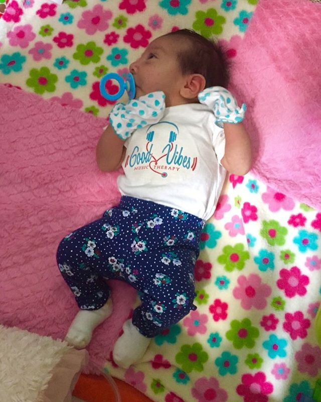 I spy a cute baby sending some Good Vibes! 😍🎶🎵🎤 My logo looks even better on her!  #babiesofinstagram #GoodVibesMusicTherapy #StatenIsland #NYC #MusicTherapist #musictherapy #babieswithstyle