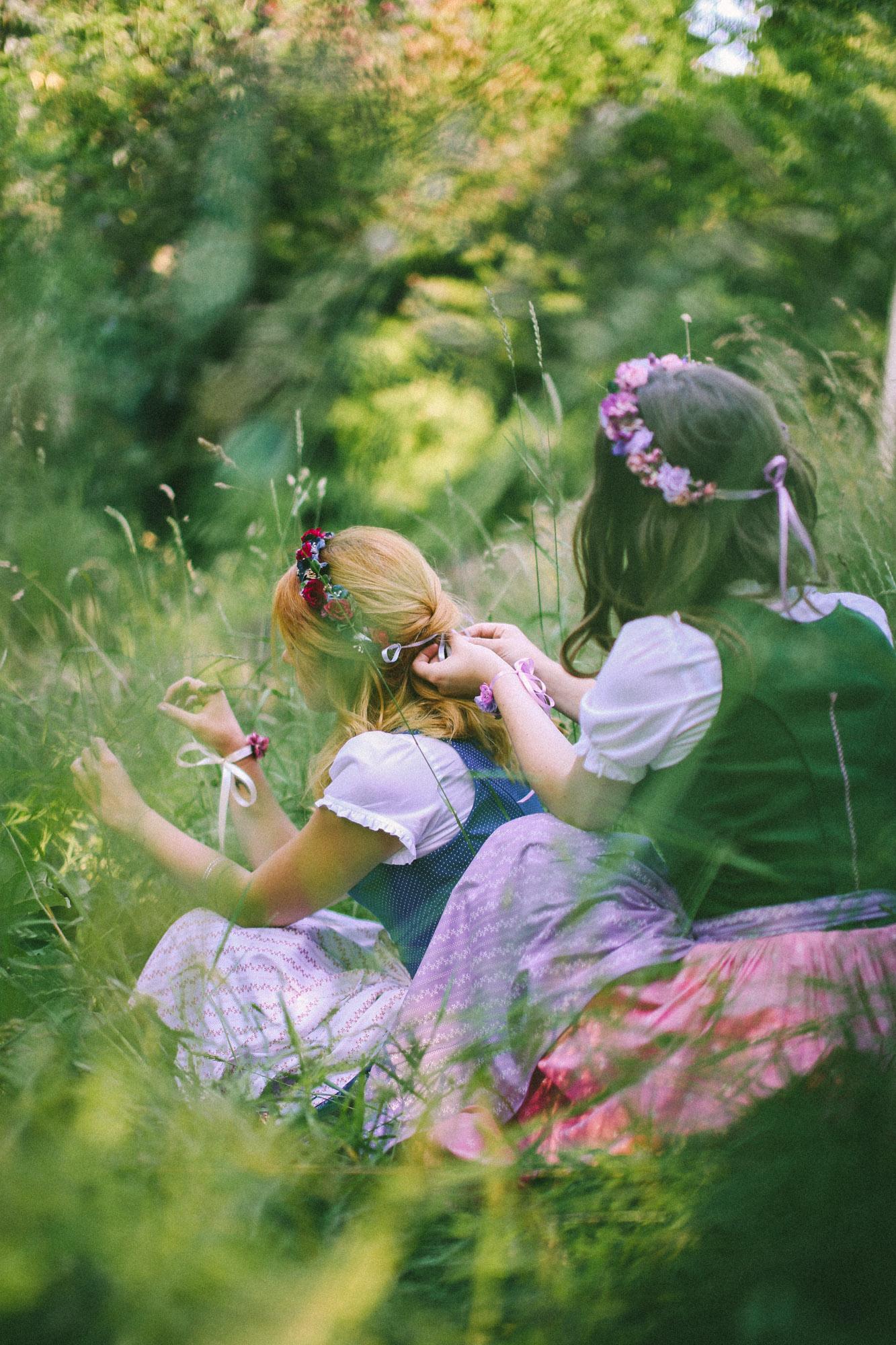 ADA16_Lookbook_(c)_We_are_flowergirls_blumenkranz_trachten_flowercrown_(3_von_40)_WEB.jpg