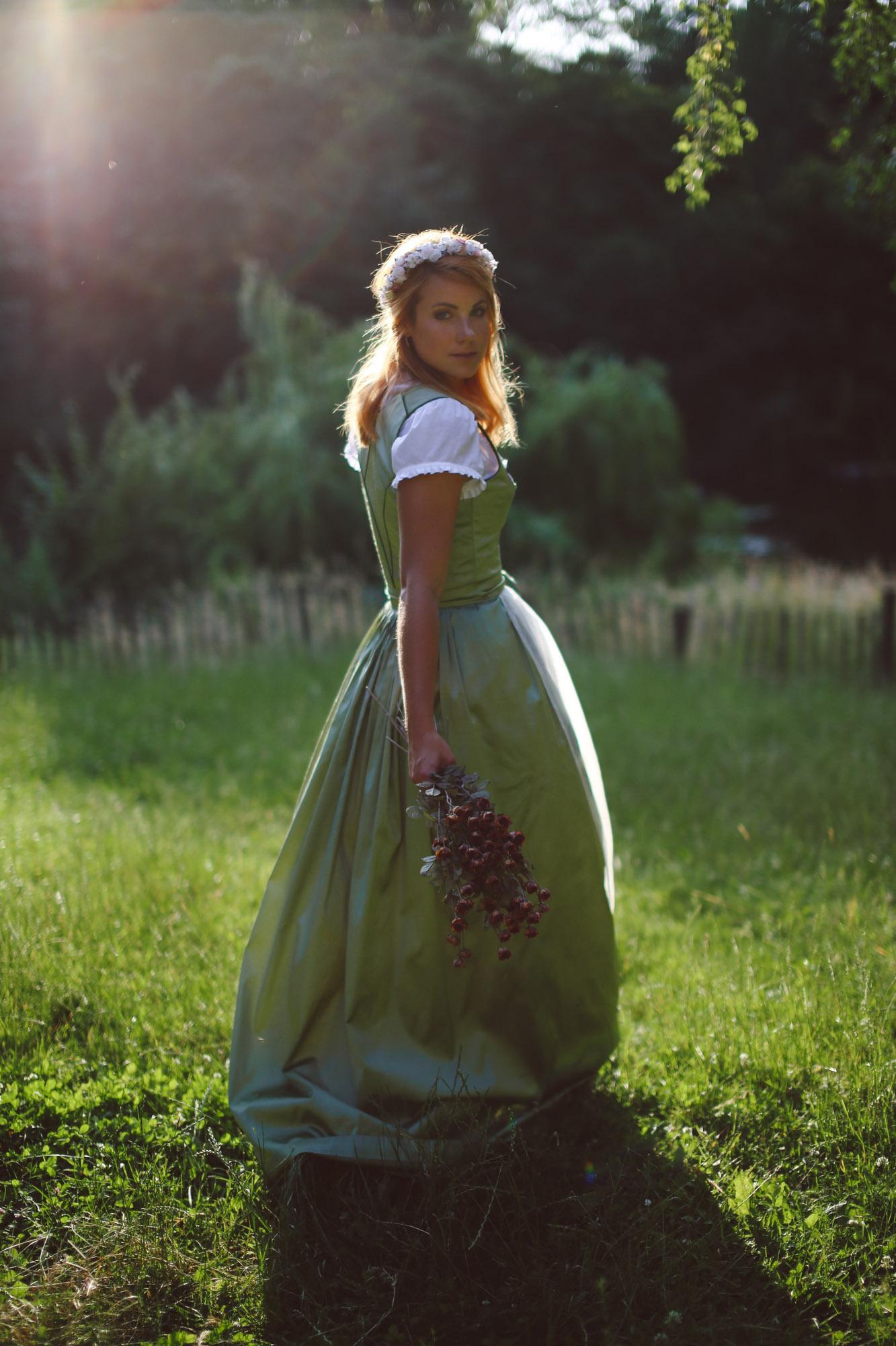 ADA16_Lookbook_(c)_We_are_flowergirls_blumenkranz_trachten_flowercrown_(9_von_40)_WEB.jpg