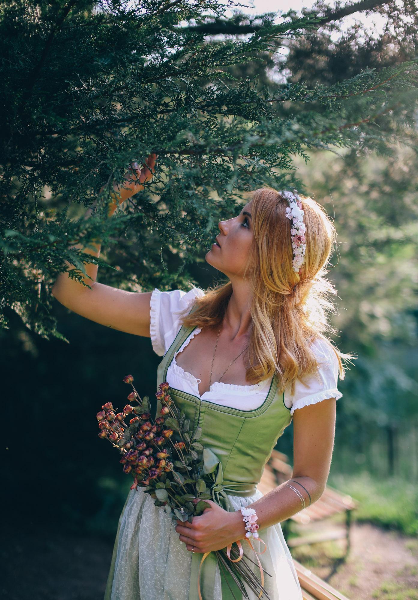 ADA16_Lookbook_We_are_flowergirls_blumenkranz_trachten_flowercrown_(11_von_40)_WEB.jpg
