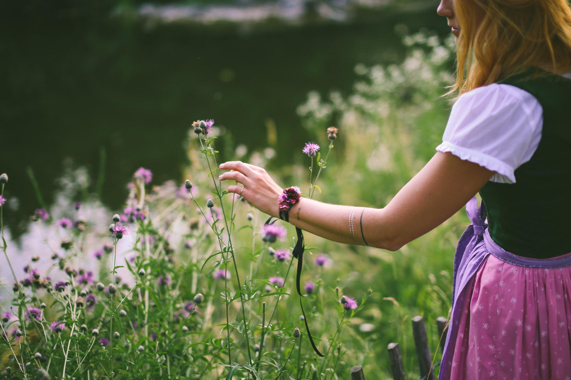 ADA16_Lookbook_We_are_flowergirls_blumenkranz_trachten_flowercrown_(32_von_40)_WEB.jpg