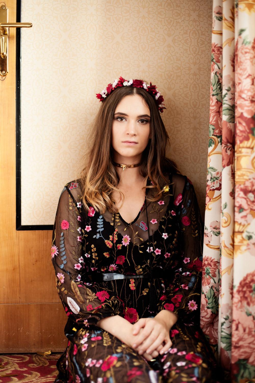We-Are-Flowergirls_Flowercrown_Golden-Collection_Lookbook_by_Victoria-Herbig_16_WEB.jpg