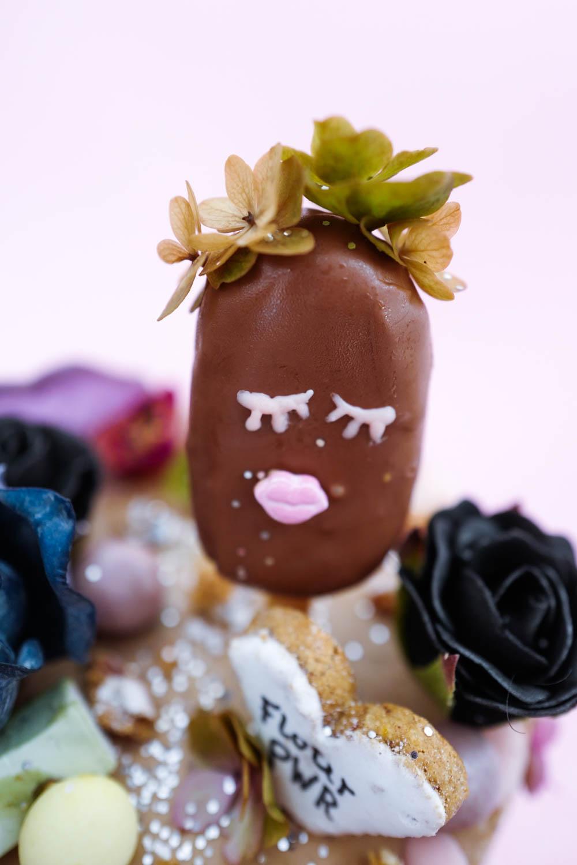 Cakepops in verschiedenen Flavours um € 5,–. 10 Stück um € 40,–. Erhältlich bei Sophia Stolzes.