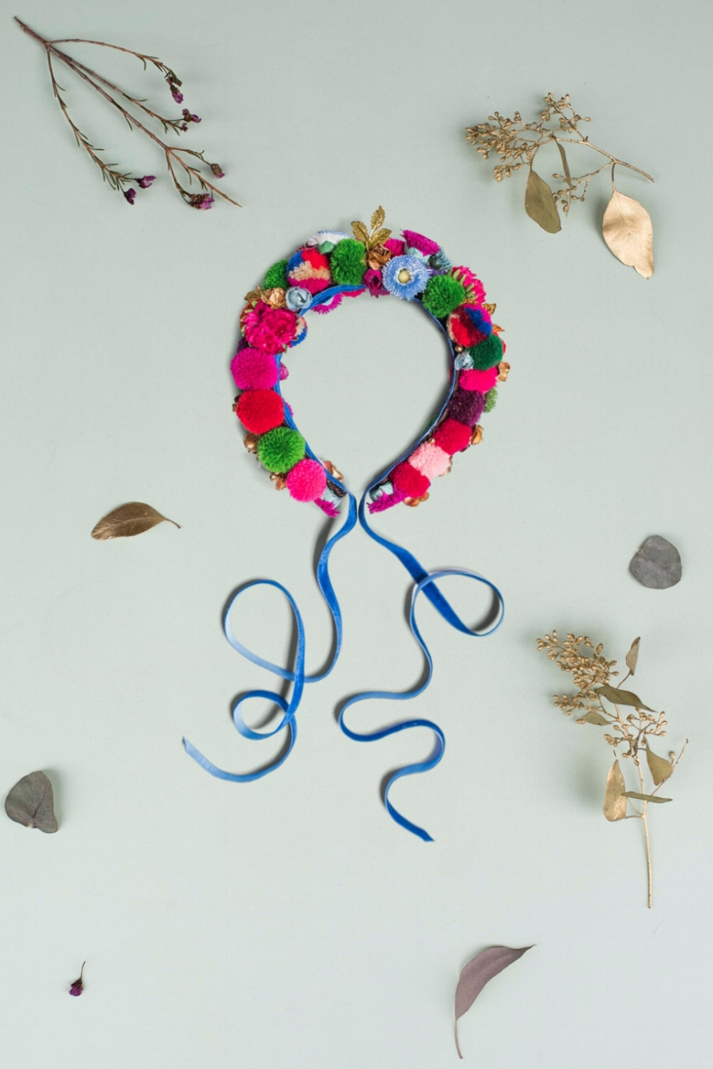 We-Are-Flowergirls_ConstantlyK_POMPOM-Crown-constantly-blue-€89.jpg