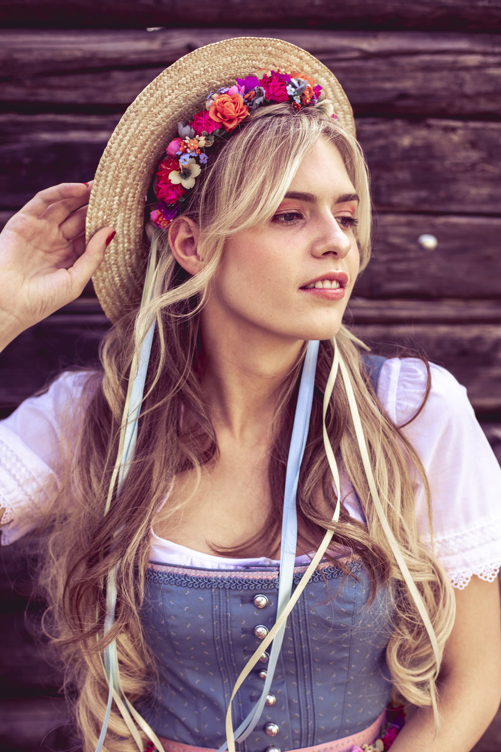 We-Are-Flowergirls-Country-Collection-Flowercrown-Sophiechen-€99,–Boater-Hat-€46,–4.jpg