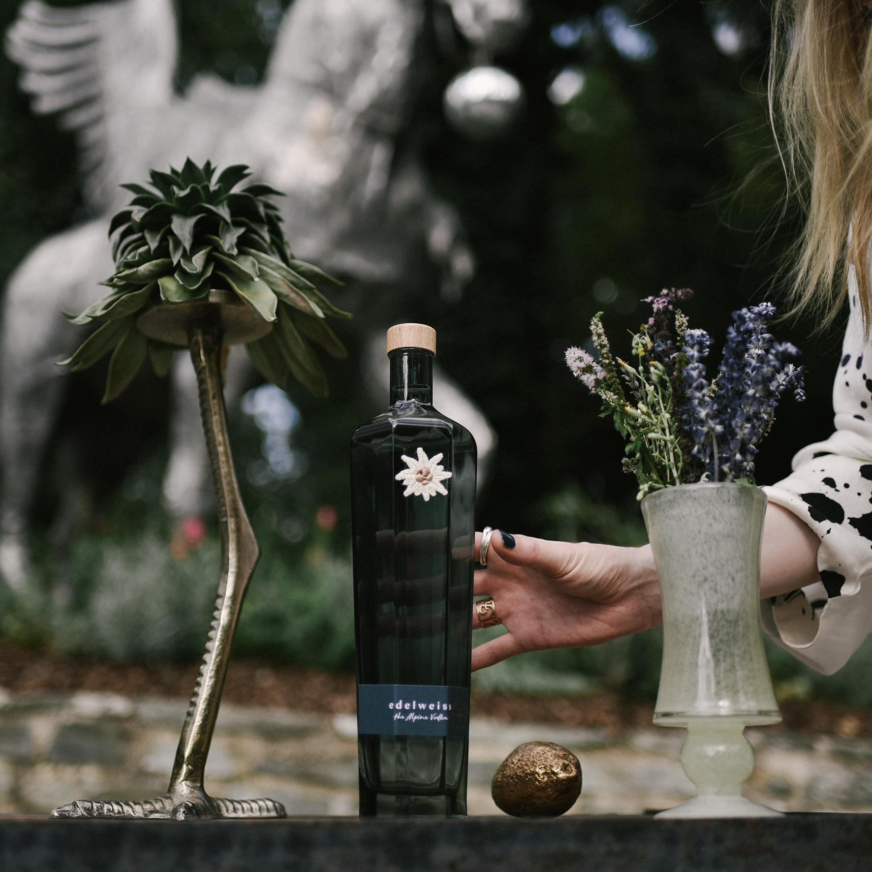 Designer-Edition-Edelweiss-The-Alpine-Vodka-Flowercrown-We-Are-Flowergirls