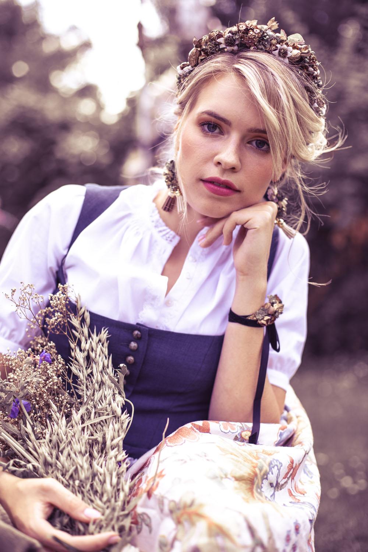 We-Are-Flowergirls-Country-Collection-Flowercrown-Mariechen-€99,2.jpg