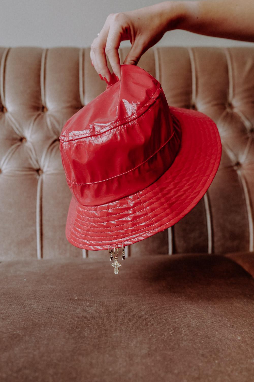 WeAreFlowergirls-Sparkle-Collection-Handmade-[L1370485]Pierced-Hat-red-€45,– 2.jpg
