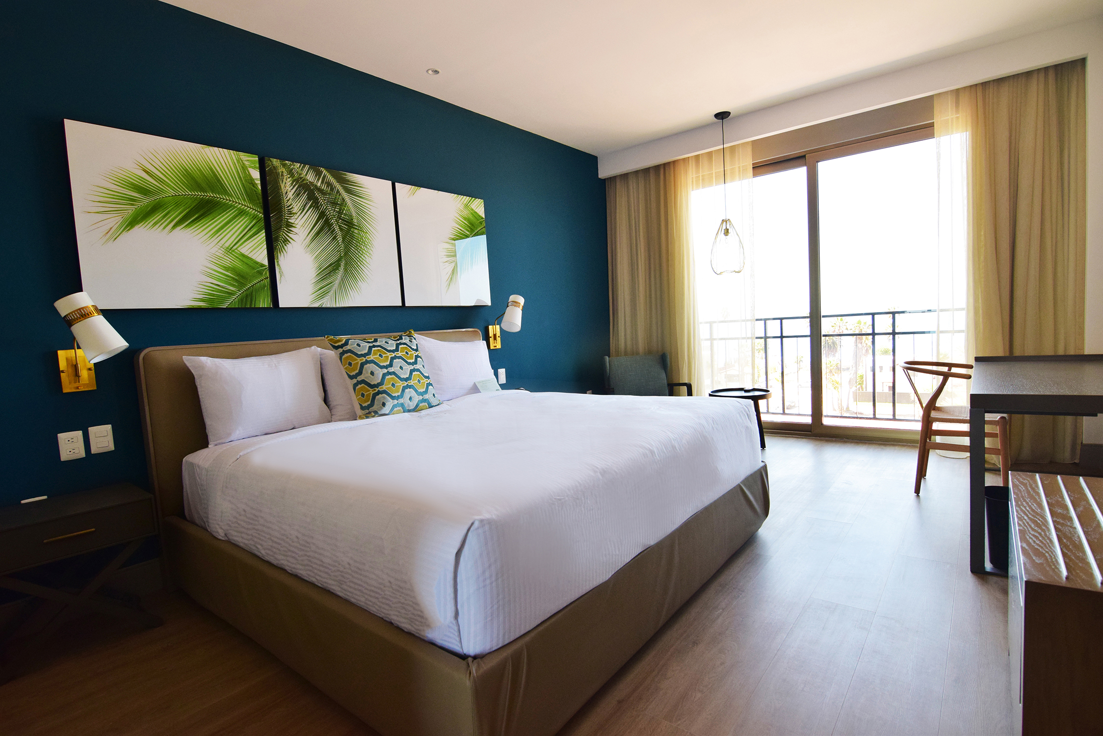 You're sure to feel cozy after a day of wine and food in your hotel's bed with feather-like pillows and European-style duvet. All rooms in this elegant oceanfront hotel have been well appointed with comfortable and luxurious touches, and modern amenities.