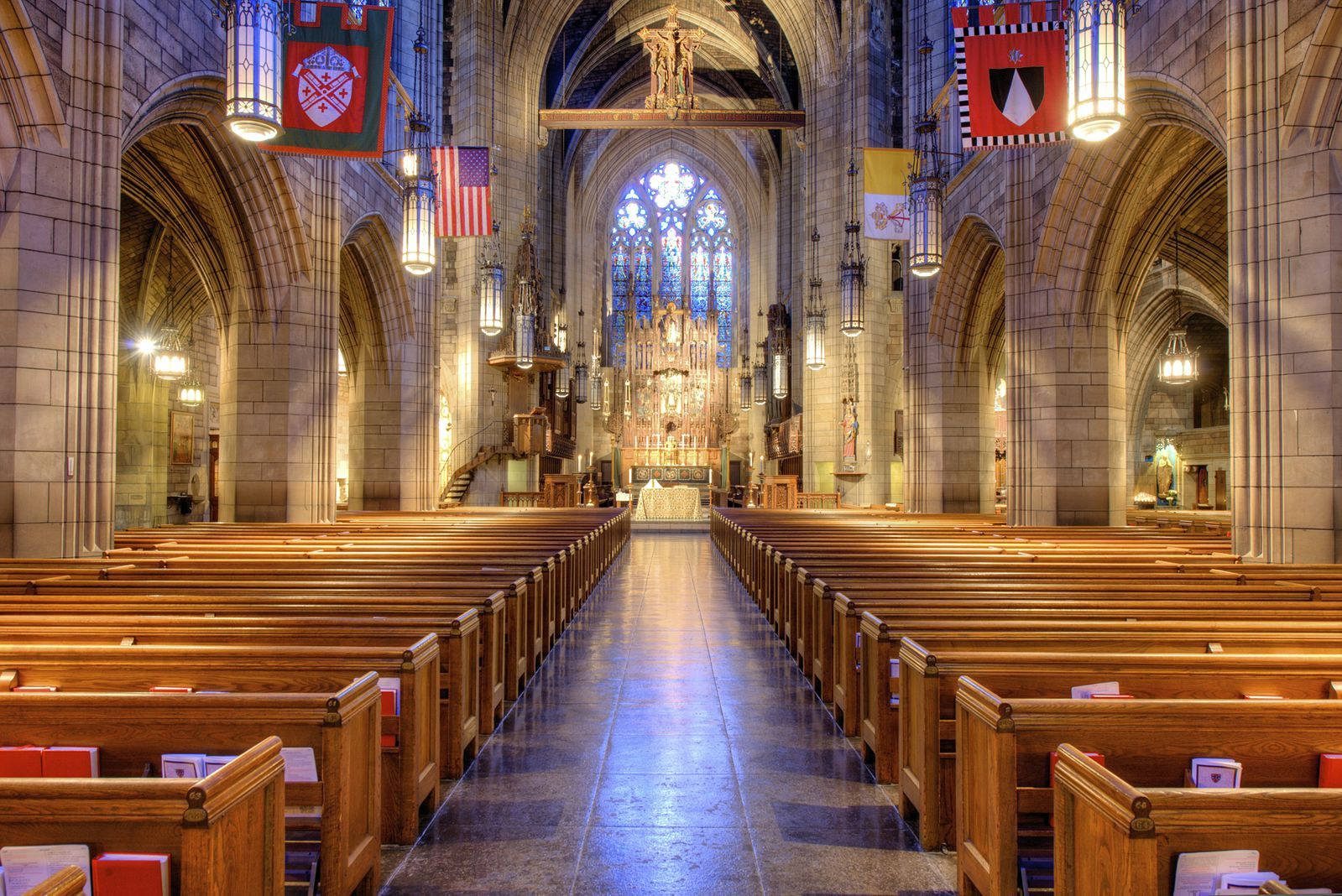Church_of_St._Vincent_Ferrer_(NYC)_-_Nave.jpg