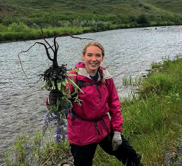 Outreach Assistant Sydney showed this blueweed who is boss!