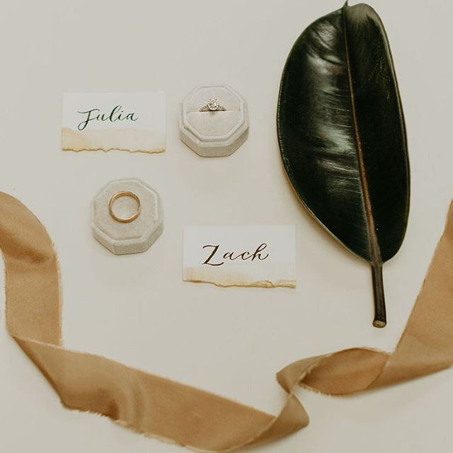 Little detail shot —:— Venue: @florathevenue  Photography: @nelly_cabanillas  Florals: Corie & Jordan @florathevenue  Coordination: Corie & Jordan @florathevenue  Tableware: @hostesshaven  Calligraphy & Signage: @pearlandpen  Ceremony Backdrop: @pearlandpen Cake: @dlitefulchocolat  Dress Designer: @watters  Bridal Boutique: @bridal_showcase  Models: Alain & Alyssa of @amardiamonds  Jewelry: @amardiamonds  Videography: @vitallightfilms Beverage: @youandyourssd . . . . #pearlandpen #sandiegowedding #modernwedding #weddinginspiration #sandiegoevents #inspiredbythis #sandiegobride #socalbride #eventsignage #weddinginspiration #weddingbackdrop #decor #textureart #artbackdrop #sandiegowedding #bohowedding #weddinginspiration #sandiegoevents #inspiredbythis #sandiegobride #socalbride #eventsignage #weddinginspiration #eventdecor #weddingsign #eventsignage #weddingdecor #modern #sdartist #eventplanner #eventdecor #sdvenue #sandiegovenue #eventdecoration #floravenue #sdeventspace