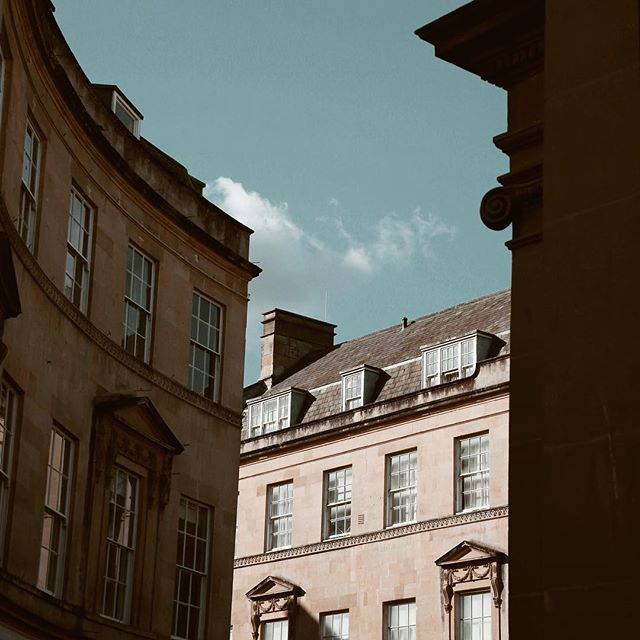 Bath | I want to run away to Europe; whose with me? 🙋🏼‍♀️ . . . . . . #england #englishcountryside #somerset #bath #visitengland #housegoals #instabritian #iamatraveler #uk #travel #travelstagram #instatravel #travellersnotebook #travelphotography #wanderlust  #girlslovetravel #adventure #livetheadventure #wanderlost #wander #adventuring #europe #lifeofadventure #travelabroad #travelmore #travelingram #instatraveler #travelgirls #beautifulmatters #postcardplaces