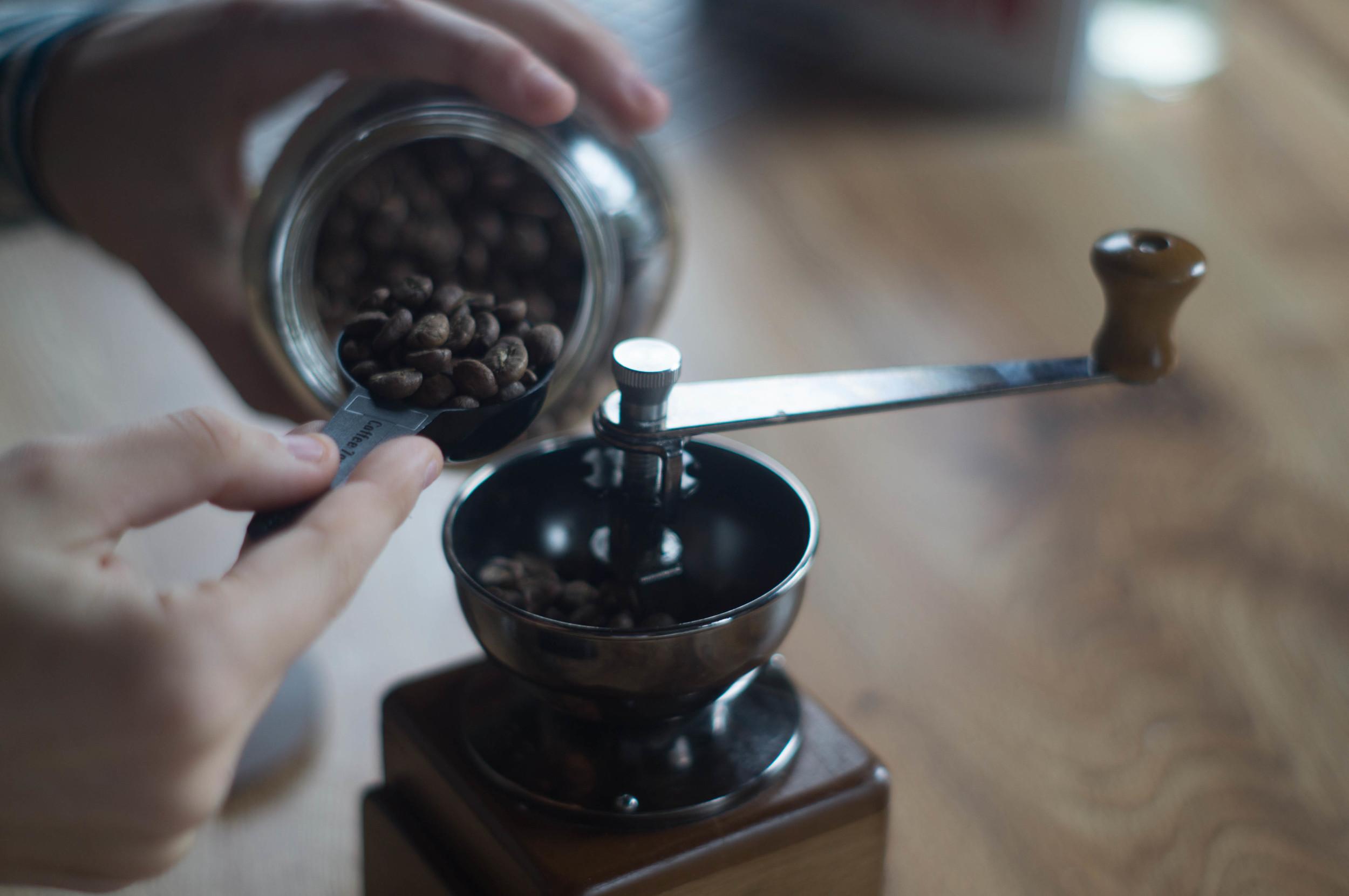 scoopingcoffeebeans