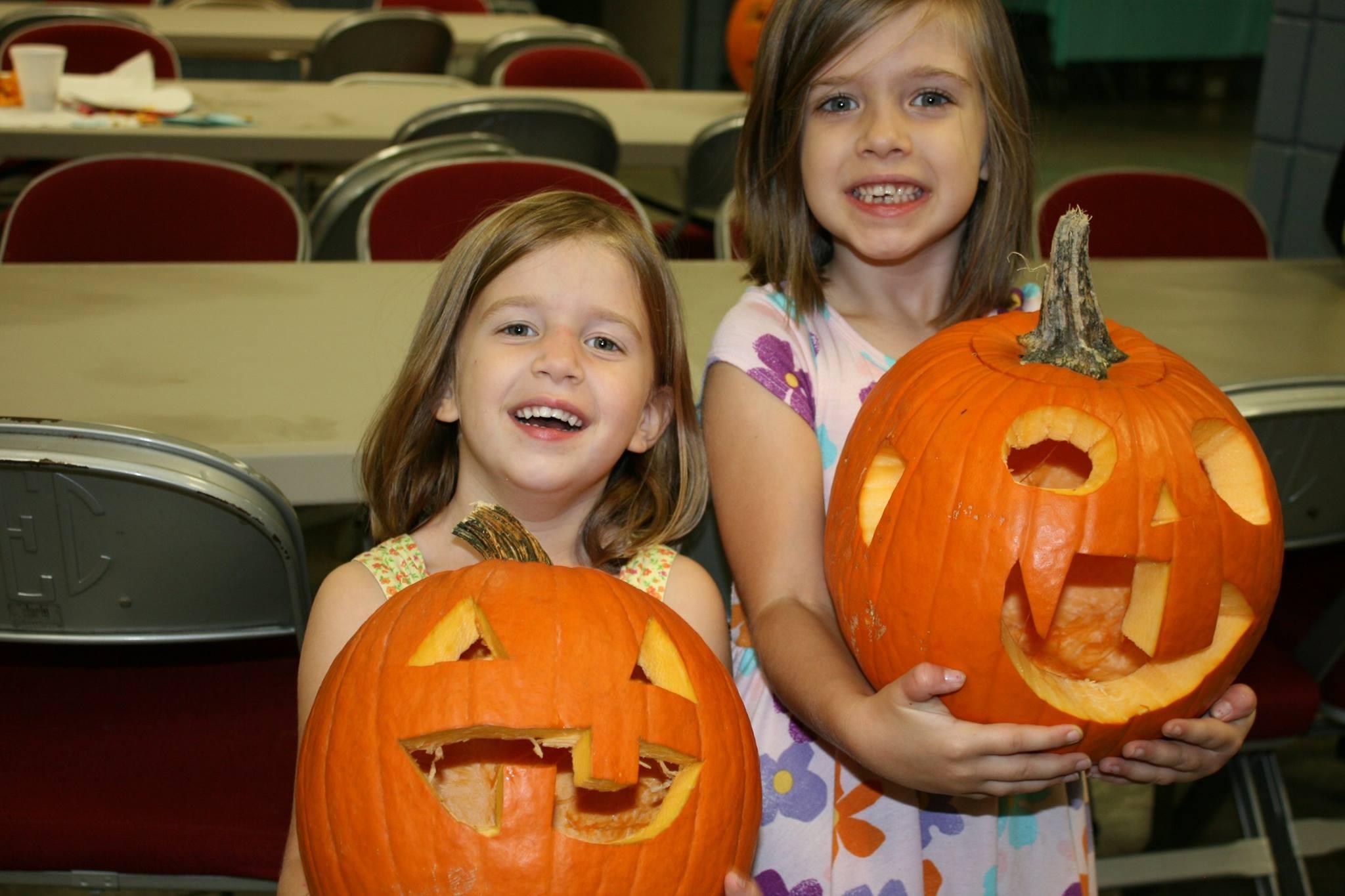 E&H pumpkin carving 2015.jpg