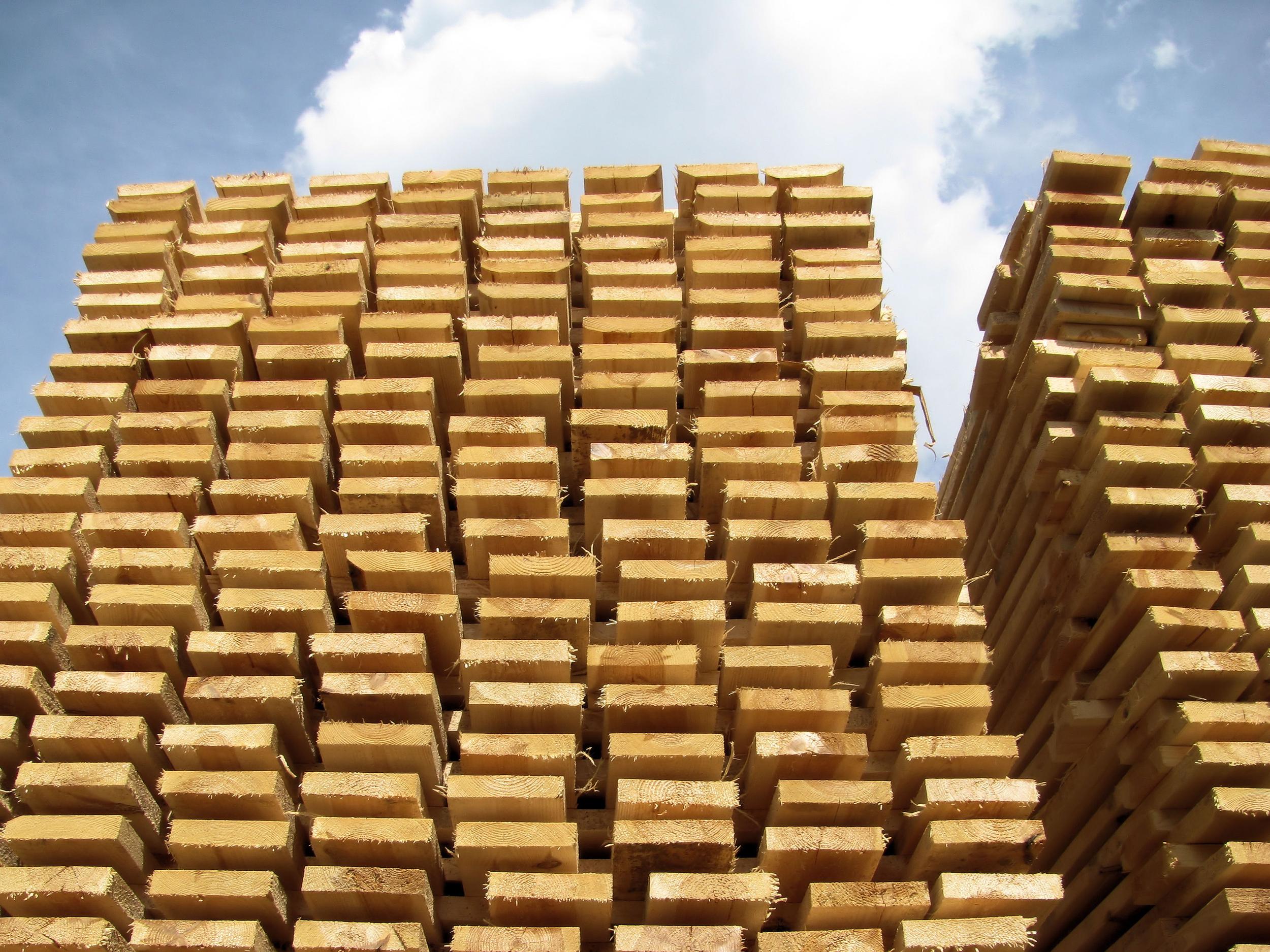 Augmentation de la productivité sur des systèmes d'empilement et classement de bois
