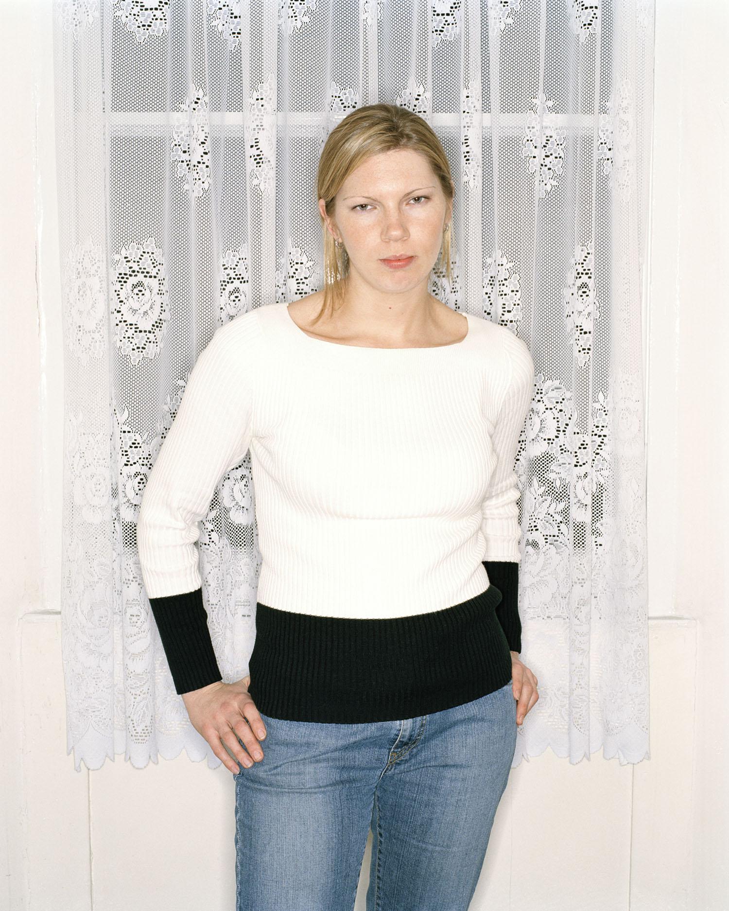 Caroline-ringflashMoody 001 copy.jpg