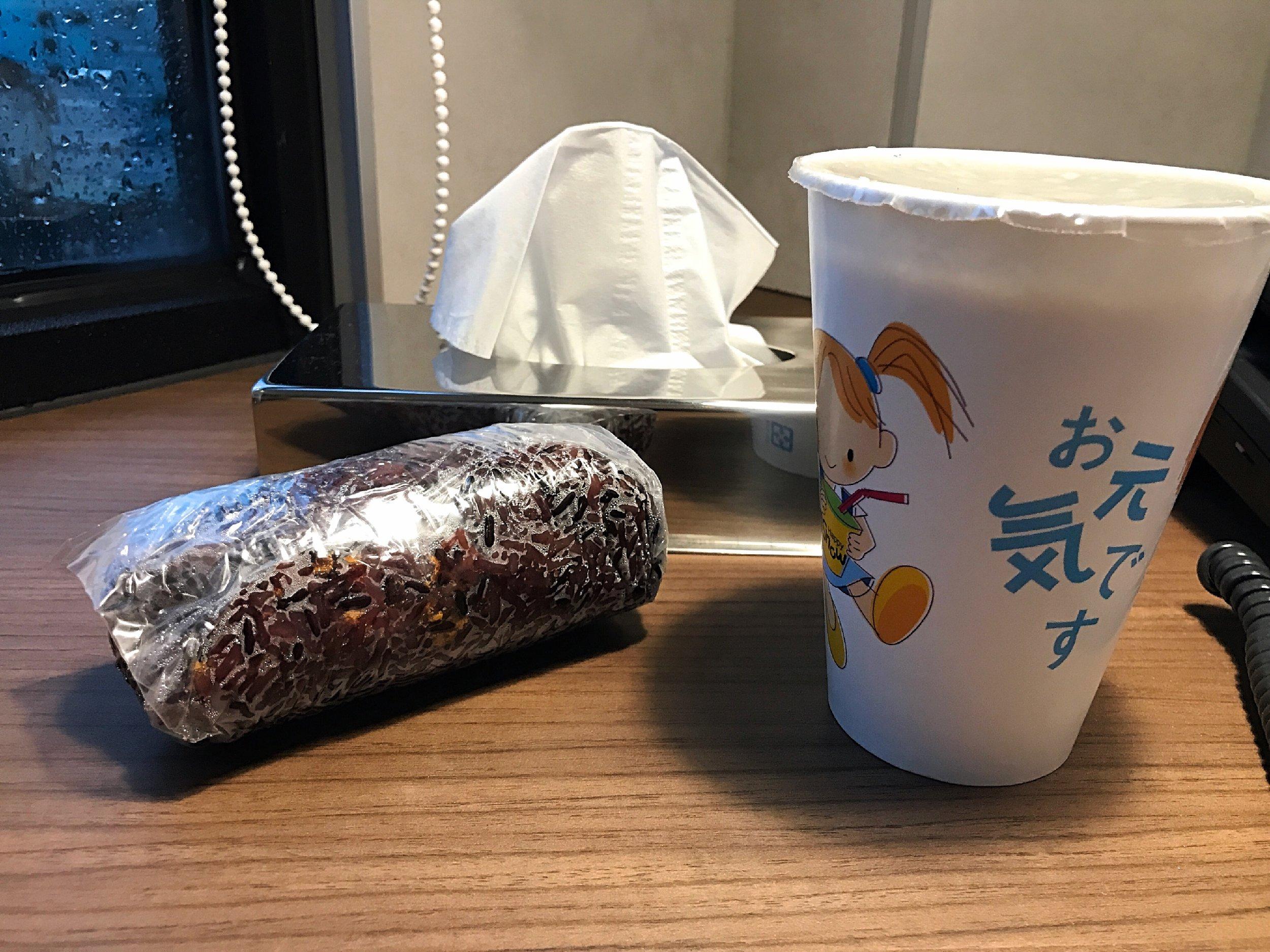招牌紫米飯糰(NTD40) 養身黑豆漿 (NTD20)