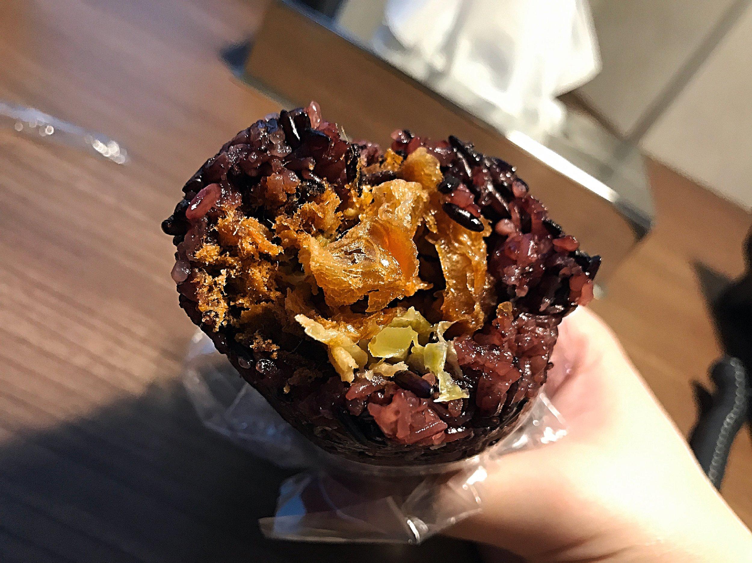 招牌紫米飯糰(NTD40)