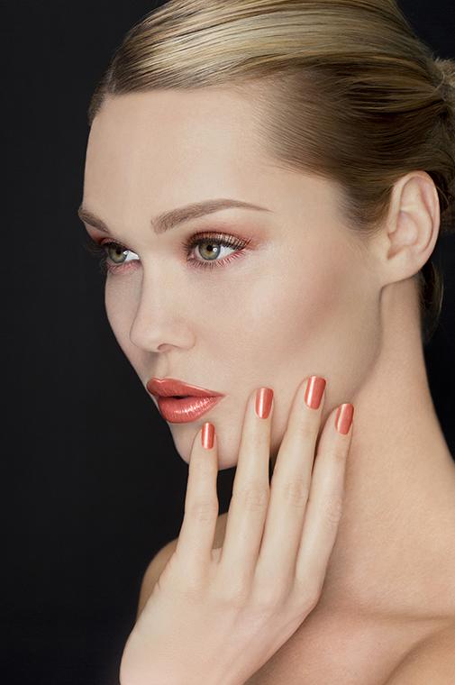 Make up, lip gloss, beauty, editorial digital editing at Thomas Canny Studio.jpg