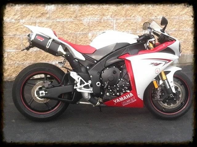 Yamaha R1.jpg