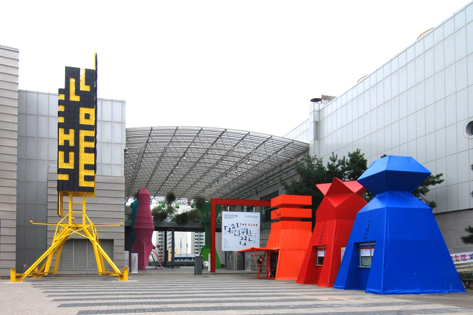 97 biennale plaza.jpg