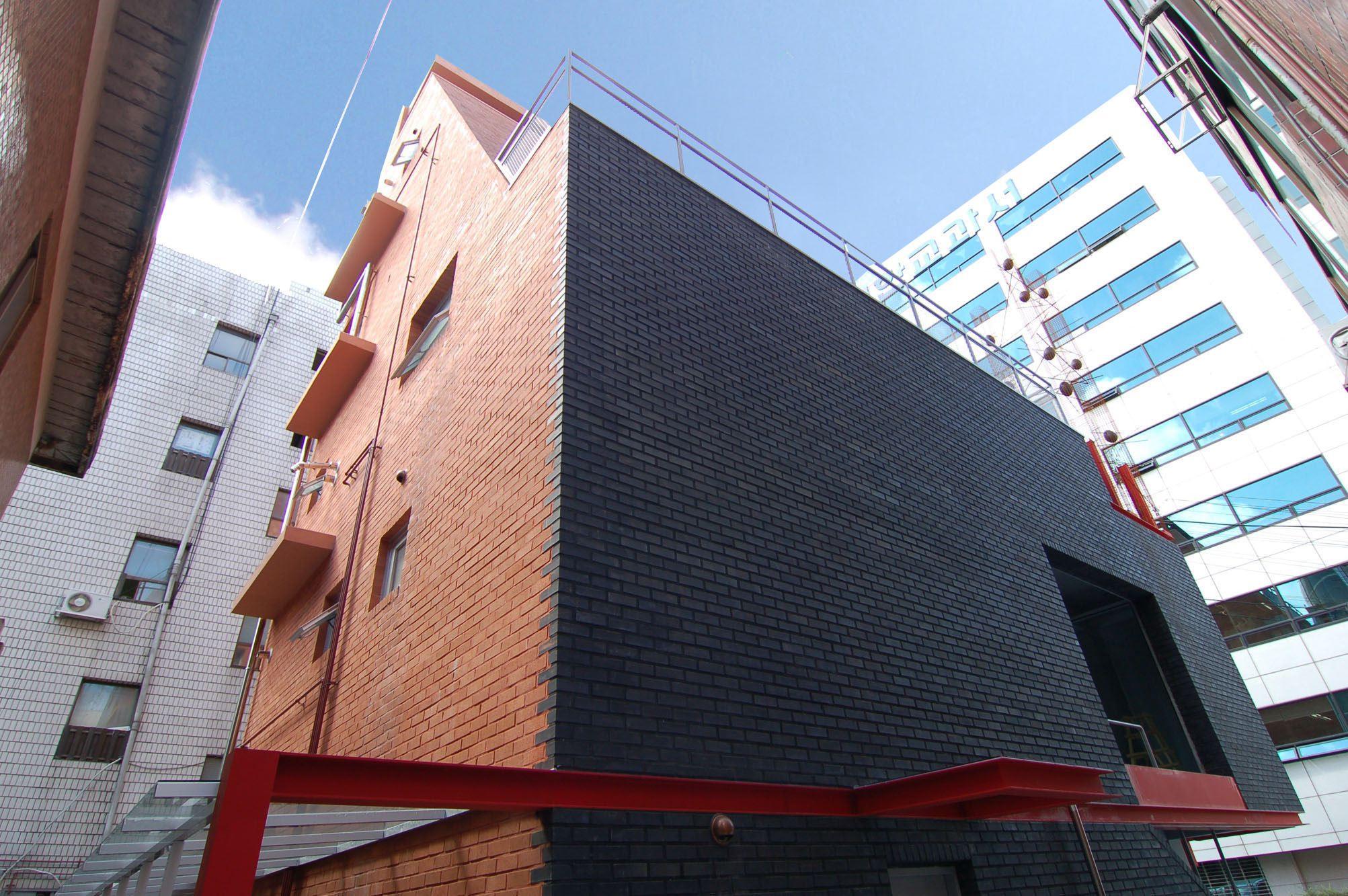 18 jamwon 40.6 red and black brick.jpg