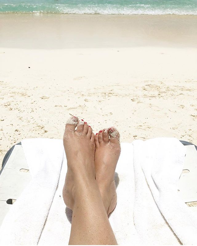 Sandy toes for days!