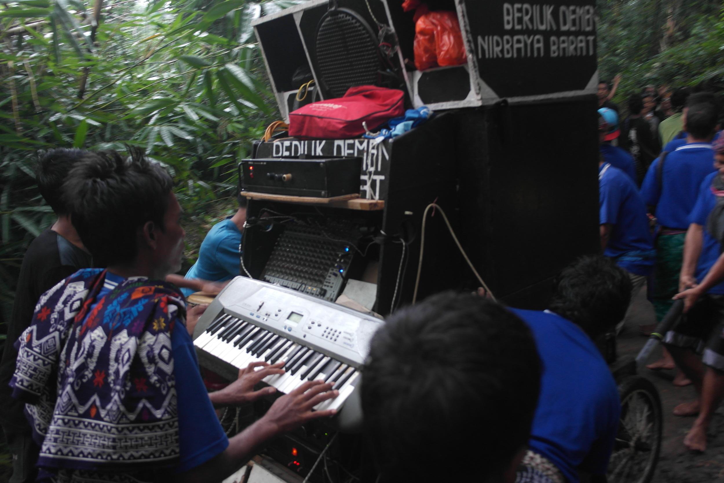 The mobile soundsystem of Lombok-style dangdut jalanan.