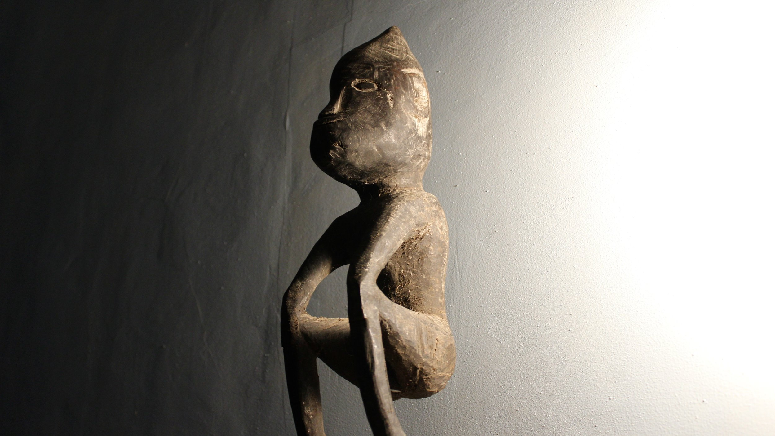 A Sumbanese  kada uma idol, used to protect a house from bad spirits.