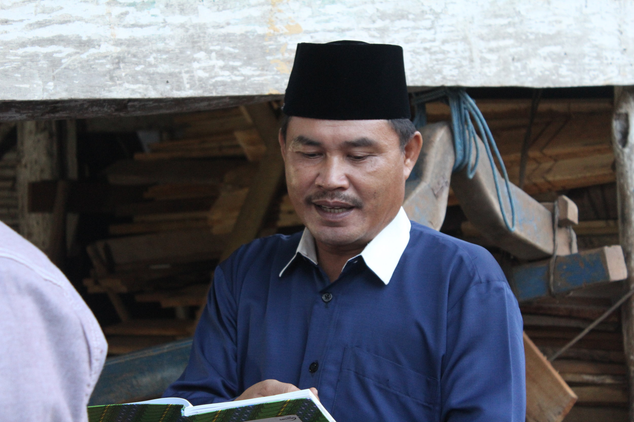 Pak Halidi Anwar introducing the group in Gunung Raya