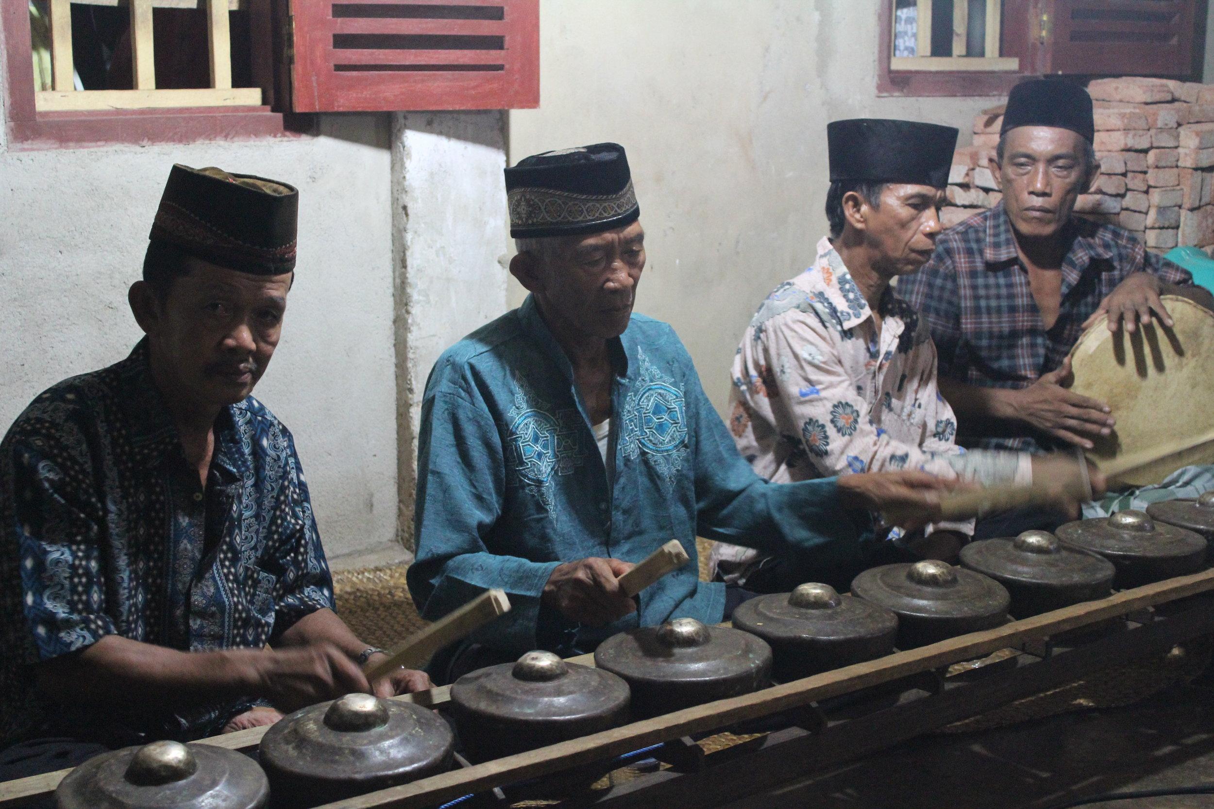 Piang ,  kulintang ,  petuk , and  redap  in Peniangan