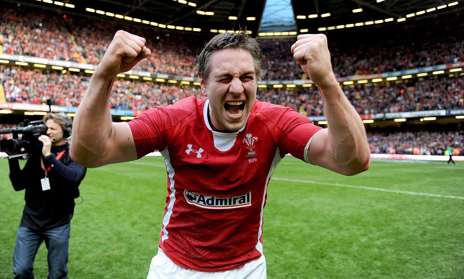 Ryan Jones celebrates winning the Grand Slam