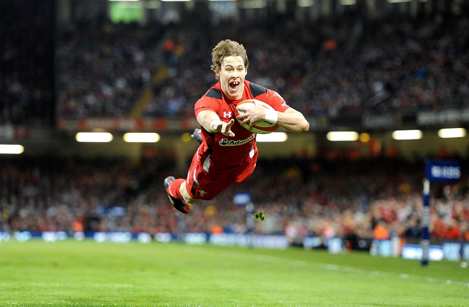 Liam Williams of Wales scores a try