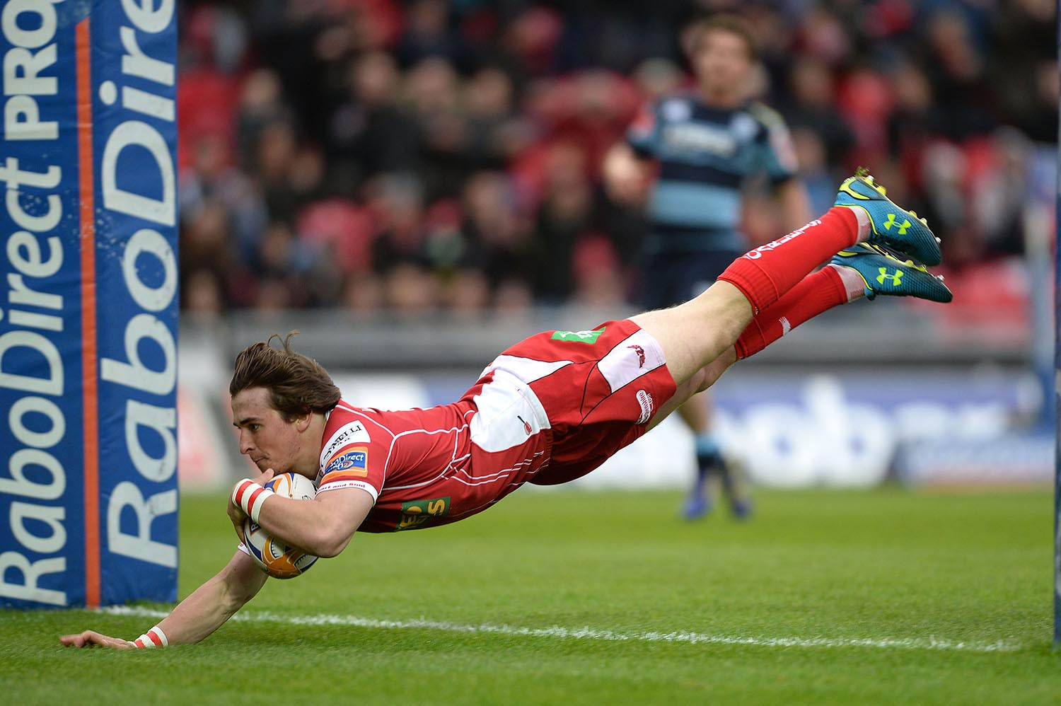 Rhodri Williams of Scarlets scores a try