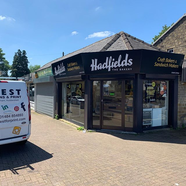 ‪Helping @hadfieldsbakery look there best for their 60th anniversary with some nice new signs @BNI_Terriers @Examiner ‬