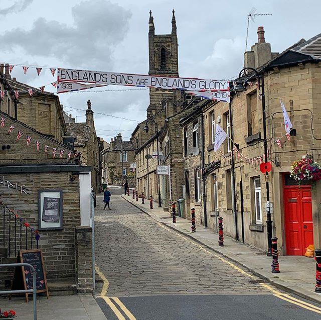 ‪Nice to see some of our banners up in Honley today and now off to @punchhonley for some tapas. @OnHuddersfield @BNI_Terriers ‬