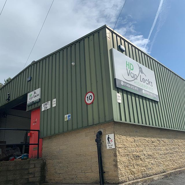 ‪Helped our neighbours @HD_Locksmiths move their old signage to their new @towndoor unit today👍 if you need better van security then call in to see them.‬