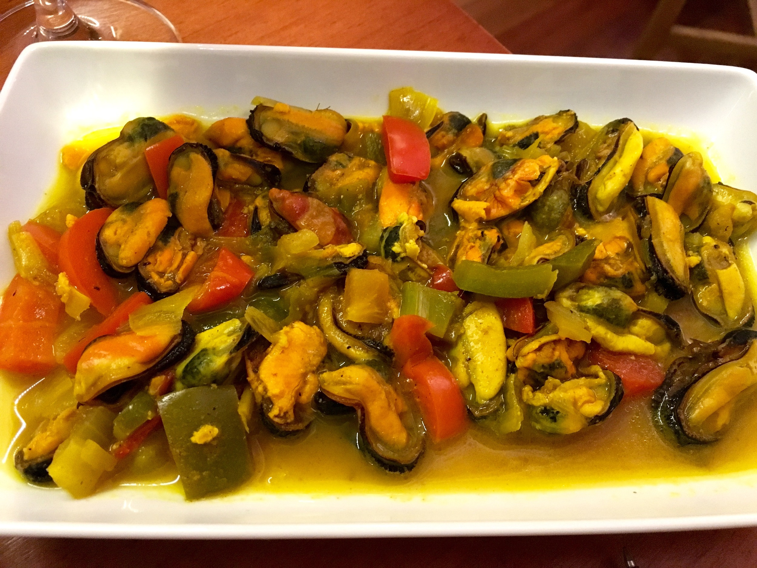 mussels red pepper sauce