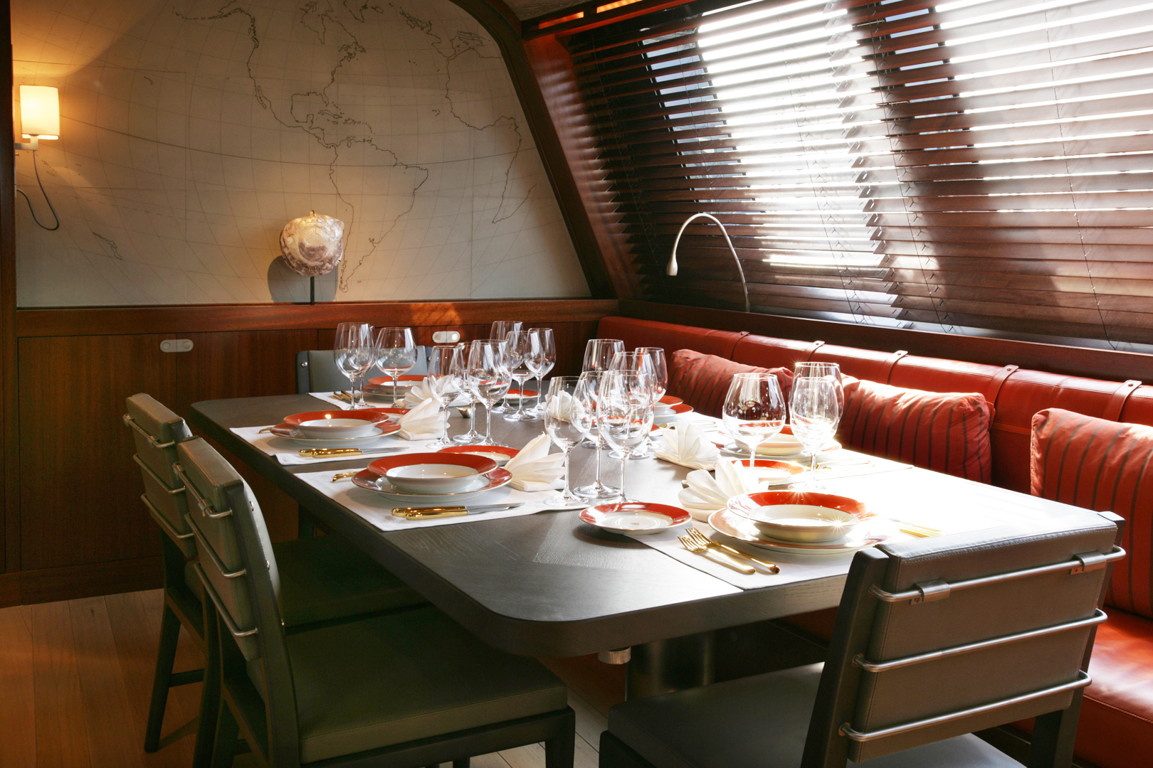 INSIDE DINING FOR UP TO 14 GUESTS