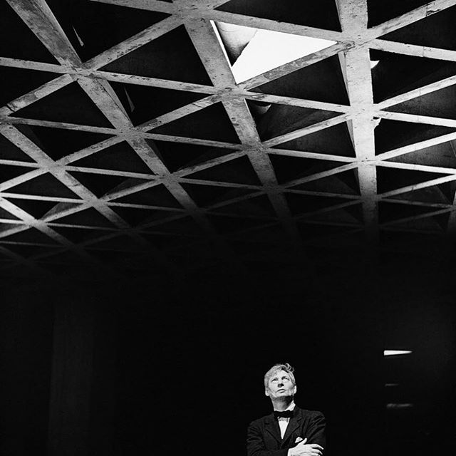 We can't get enough Louis Kahn's Yale Art Gallery in New Haven, Connecticut, 1953. This photograph shows the architect gazing upwards towards the tetrahedral ceiling that characterizes the building. . #tetrahedrons #grid #tetrahedron #yaleartgallery #louiskahn #yale #yaleuniversity #yaleuniversityartgallery #newhaven #newhavenct #beammeup #closeencounters #architecture #architecturephotography