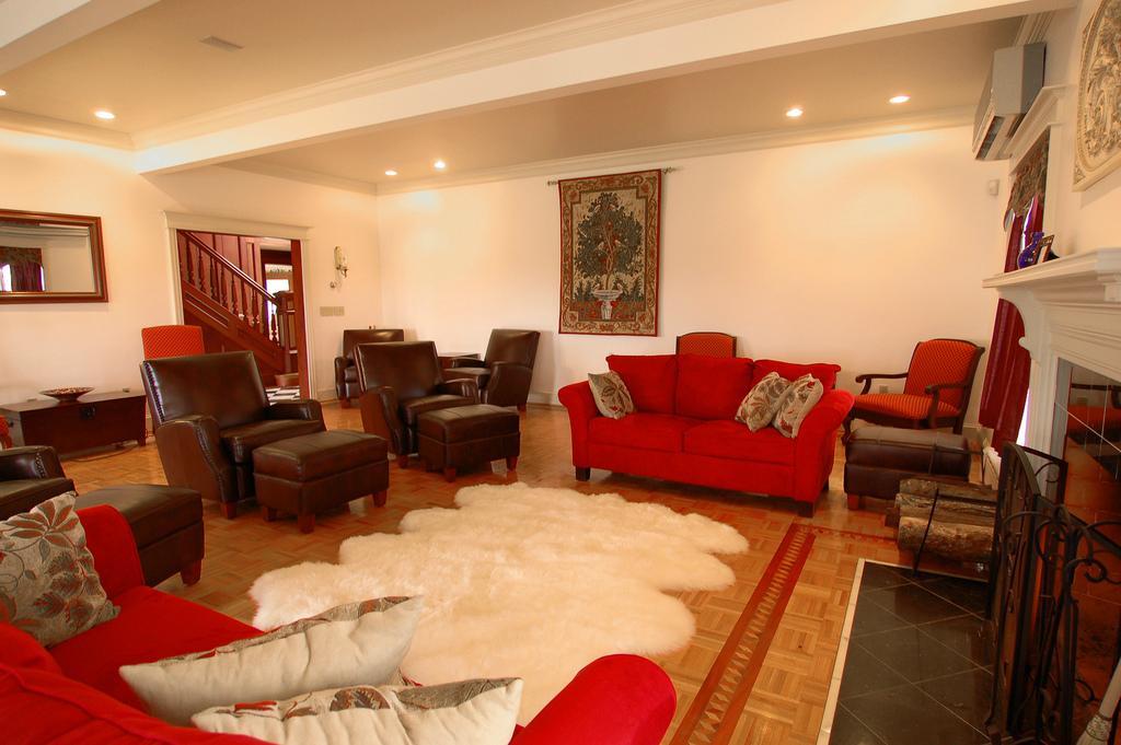 est house sitting room.jpg