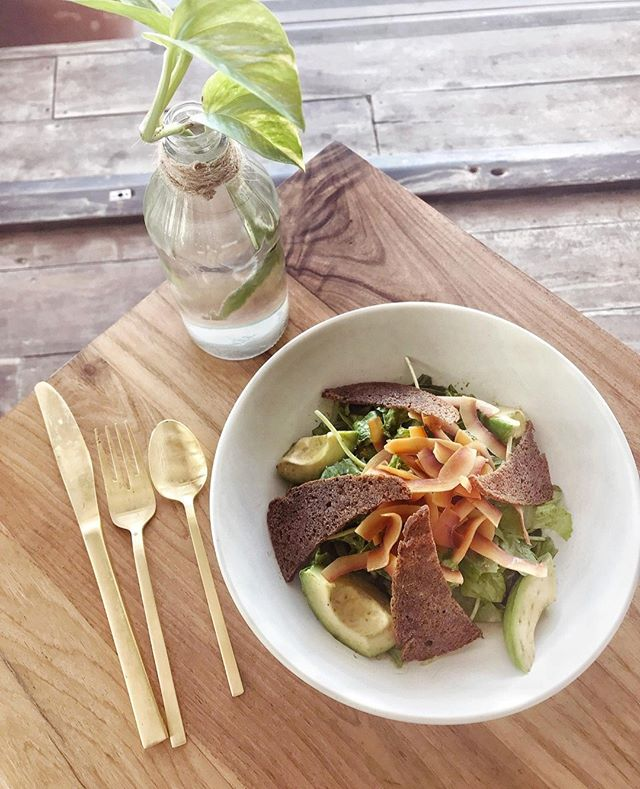 Gluten, grain, and dairy free menus can be hard to come by when traveling. Stop by our Tulum restaurant for piece of mind... our menu is designed with 'every body' in mind, with most diets and allergies catered for 💚.⁠ ⁠ #therealcoconut #healthysalad #healthytravel #allergyfriendly #tulum #tulumbeach #tulumfood #tulumrestaurant #glutenfreerestaurant