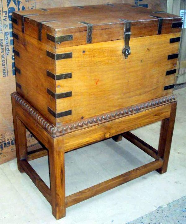 Chest on Stand XMM077.jpg